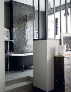 Salle de bain sobre et #chic ! #sdb www.m-habitat.fr/… #Baignoire
