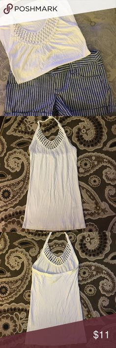 4 for 20 🐘 H&M White halter top White halter top. H&M size xs. 100% viscose. Small stitch loose, shown in last picture. H&M Tops Tank Tops