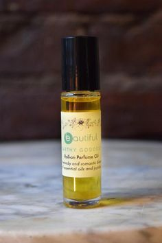 Earthy Goddess is one of our many handmade perfume oil blends that we make in our shop in Brooklyn. It is a woody and dreamy aroma composed of patchouli, ylang ylang and cedarwood diluted in jojoba oil.