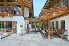The post DAS TIROL appeared first on aubenkuche. Chalet Design, Farmhouse Garden, Modern Farmhouse, Swiss House, New Urbanism, Most Beautiful Gardens, Farmhouse Remodel, Rustic Kitchen, Pergola