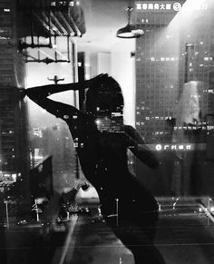 Find images and videos about girl, black and white and night on We Heart It - the app to get lost in what you love. Boujee Aesthetic, Badass Aesthetic, Bad Girl Aesthetic, Aesthetic Pictures, Black And White Picture Wall, Black And White Pictures, Black Aesthetic Wallpaper, Aesthetic Wallpapers, B&w Wallpaper