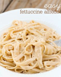 15 Minute Fettuccine Alfredo - so easy and so delicious! I substituted the heavy cream with coconut milk. Fettuccine Alfredo, I Love Food, Good Food, Yummy Food, Tasty, Vegetarian Recipes, Cooking Recipes, Healthy Recipes, Pasta Recipes