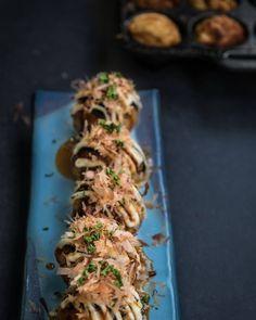 Takoyakis are made of a savory kind of pancake batter, filled with octopus, boni Japanese Pancake, Japanese Food, Mayonnaise, Seafood Recipes, Octopus, Macaroni, Food Photography, Pancakes, Snacks