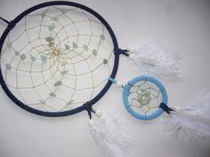 Larimar im blauen Traumfänger mit weißen Federn von TRAUMnetz.com     ** Traumfänger  u.v.m.  ** auf DaWanda.com