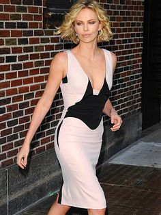 Love this look - color block, short waves, natural look. Charlize just looks fabulous pretty much all the time.