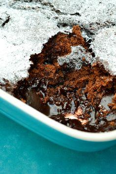 Dark Chocolate Magic Pudding (a self-saucing vegan dessert recipe) Köstliche Desserts, Vegan Dessert Recipes, Vegan Sweets, Delicious Desserts, Vegan Food, Vegetarian Recipes, Self Saucing Chocolate Pudding, Self Saucing Pudding, Chocolate Week