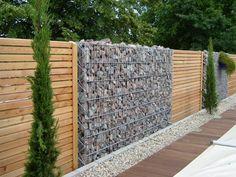 Gartenzaun mit Gabionen und Holzlatten-blickdicht und beständig