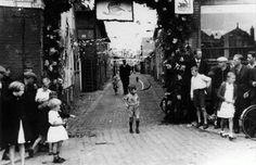 De Veendijk te Oude Pekela bij het 350-jarig bestaan in 1949.