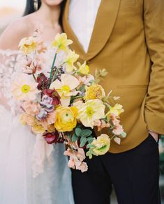 Maxine Owens (@maxowensdesign) • Instagram photos and videos Yellow Bouquets, Fall Bouquets, Spring Bouquet, Wedding Bouquets, Yellow Wedding Flowers, Floral Wedding, Yellow Weddings, Wedding Colors, Wedding Flower Decorations