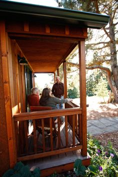 Tiny Guest House | Tiny House Swoon  Beautiful Wood color!
