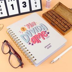 DIY: Cartão / Mini caixinha de bombons | Namorada Criativa - Por Chaiene Morais Envelopes, Thing 1, Planner, Diy, Notebook, Lettering, Moda Blog, Solar, Instagram