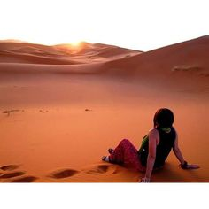 Sahra Çölü / Fas Sahara Desert #ruhubohçadagezen #sınırlarımkalktıbenim #sahara #saharadesert #çöl #sahraçölü #fas #morocco #sunrise #gündoğumu ruhubohcadagezen paylaştı.