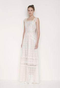 Os presentamos los preciosos vestidos de novia de la firma LOVER®.