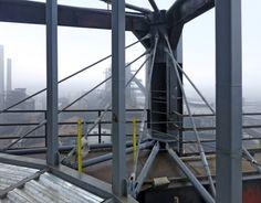 Obr. 3: Zavěšení v patě konstrukce vnějšího tubusu Ladder, Tower, Stairway, Rook, Computer Case, Ladders, Building
