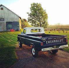 Old Chevy Truck Painting Ideas Chevy Pickup Trucks, Classic Chevy Trucks, Chevy C10, Chevy Pickups, Chevrolet Trucks, Gmc Trucks, Chevy Trucks Older, Pickup Camper, Classic Chevrolet
