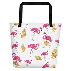 Eine trendige Strandtasche, in die alles passt, was an den warmen Stränden wichtig ist. • 100% Polyestergewebe • Maximale Gewichtsbeschränkung – 20 kg (44 lbs) • Große Innentasche • Bequeme Baumwollgurtgriffe • Vibrierende Farben, die nicht verblassen • In einer Größe erhältlich Strand, Flamingo, Reusable Tote Bags, Fashion, Colors, Flamingo Bird, Moda, Fashion Styles, Flamingos