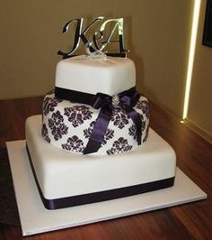 Circular and Square Cake with Beautiful design