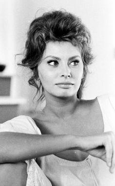 Sophia Loren by Alfred Eisenstaedt, 1961. #vintage #italiangoddess #1950s #photograph #1960s