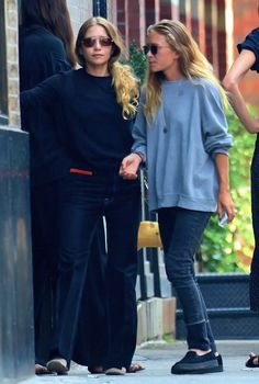 Olsens Anonymous Blog Style Fashion Get The Look Mary-Kate And Ashley Olsen Take A Smoke Break In Fall Style Looks Sweaters Candid