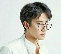 Glasses boy..!! AoMike LAND!