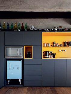 43 Dramatic black kitchens that make a bold statement # modern kitchen # . - The Home Decor Trends Retro Home Decor, Home Decor Trends, Decor Ideas, Black Kitchens, Home Kitchens, New Kitchen, Kitchen Decor, Kitchen Ideas, Kitchen Yellow