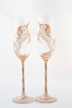 Long Tail Unicorn Crystal Champagne Flutes by ToastedGlass on Etsy I Am A Unicorn, Unicorn And Glitter, White Unicorn, Magical Unicorn, Rainbow Unicorn, Unicorn Bedroom, Unicorn Rooms, Crystal Champagne, Champagne Flutes