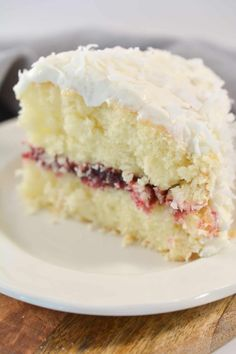 Raspberry Cream Cake Recipe, Rasberry Cake Filling, Great Desserts, Delicious Desserts, Coconut Recipes, Best Coconut Cake Recipe Ever, Coconut Cake Easy, Coconut Cupcakes, Cake Recipes