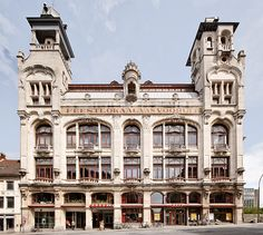 100 jaar geleden heeft Vooruit een indrukwekkend feestpaleis opgetrokken in Gent, fotografe Karin Borghouts ging op verkenning.