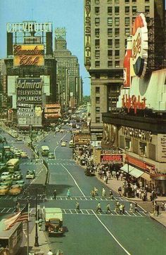 Times Square, New York City, 1955 (posting here cuz Broadway/Hollywood connection) & lots of movies set in NYC Vintage New York, Old Pictures, Old Photos, Vintage Pictures, New York City, Photos Rares, Ville New York, Cities, Times Square New York