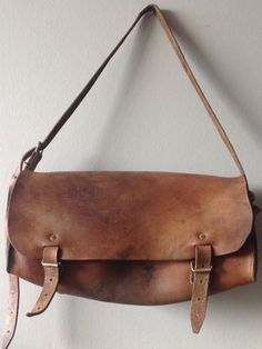 Large vegetable tanned leather satchel, bag from france, tool bag Saddle Leather, Leather Satchel, Satchel Bag, Leather Bags, Brown Leather, My Bags, Purses And Bags, Best Bags, Leather Design