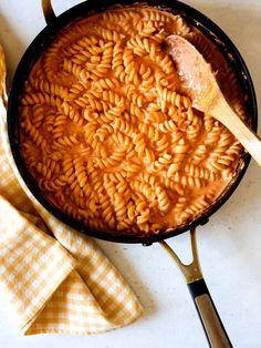 Best Pasta Recipes, Sauce Recipes, Vegetarian Recipes, Recipe Pasta, Quick Dinner Recipes, Homemade Vodka Sauce, Creamy Vodka Sauce, Sweet Potato Fritters, Pot Pasta