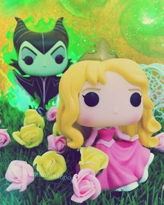 """Só o amor verdadeiro poderá quebrar a maldição de Aurora."" Maleficent & Aurora  _ _ _ _ #funkophotoaday #colecfunkopopbr #funkofamily #funkofam #funkofun #funkotoys #popvinyl #funkophotography #funkopop #funkomania #funkofanatic #topfunkophotos #funkobrasil #funkobr #geek #toys #disney #funkodisney #aurora #maleficent #originalfunko #funkoAurora #instapopcollection"