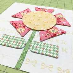 Welcome to the first week of the BLOOM Sew Along! Isn't this banner cute? Feel free to use it when you are posti. Quilt Block Patterns, Applique Patterns, Applique Quilts, Pattern Blocks, Quilt Blocks, Small Quilts, Mini Quilts, Quilting Projects, Sewing Projects