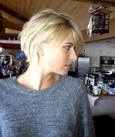 The tennis superstar debuted a dramatic new look on Facebook Monday