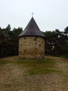 Schaesberg. Leender Kapel. De kapel is opgetrokken in Kunradersteen, mergel en baksteen. De binnenruimte heeft een afmeting van 4 bij 5 meter. 29 oktober 2014