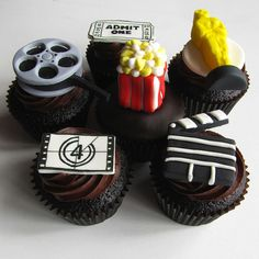 Throw a Movie Night party with these collection of Movie-Themed Cupcakes. Popcorn Cupcakes, Movie Reel Cupcakes, Film Cupcakes etc. See them all in these 19 Awesome Movie Themed Cupcakes. Movie Cupcakes, Themed Cupcakes, Yummy Cupcakes, Birthday Cupcakes, Party Cupcakes, Theme Cakes, 9th Birthday, Cupcake Kunst, Cupcake Art