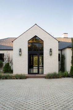 Farmhouse Exterior Design Ideas - Search farmhouse exterior home design pictures. Discover decor ideas and also building ideas to enhance your house's farmhouse exterior and also exterior as . Style At Home, Stommel Haus, Modern Homes For Sale, Modern Farmhouse Exterior, Ranch Exterior, Farmhouse Bed, Stucco Exterior, Dream House Exterior, House Goals