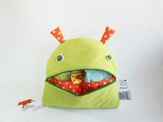 Changing Bag Smiling Monster | Zé Nappie-glutton Zippered Nappy Wallet | pajama bag | maternity clothes organizer | Unisex green baby decor