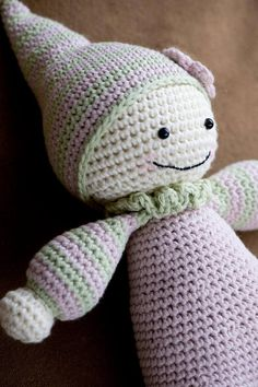 Downloadable pattern written in English (US terminology), Dutch and Danish. Crochet your little one the cutest baby doll ever, so she can feel the warmness of her mom`s heart every day! Cuddly-baby is inspired by waldorf dolls and is designed to be soft and baby-safe. This doll doesn`t
