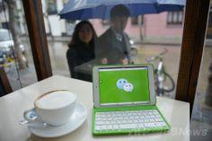モバイル機器に表示された中国のメッセージアプリ「微信(ウェイシン、英語名 WeChat)」のロゴ。中国・上海(Shanghai)で(2014年3月12日撮影)。(c)AFP/Peter PARKS ▼22Mar2014AFP|中国の大人気メッセージアプリ「微信」、海外進出に意欲 http://www.afpbb.com/articles/-/3010801 #WeChat #China