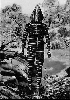 The Lost Tribes Of Tierra Del Fuego: Rare And Haunting Photos Of Selk'nam People Posing With Their Traditional Body-Painting - The Lost Tribes Of Tierra Del Fuego: Rare And Haunting Photos Of Selk'nam People Posing With Thei - African Masks, African Art, Jungle Life, Westerns, Haunting Photos, People Poses, Tribal People, African Tribes, Sketch Inspiration