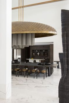 A Minimalist House In New Delhi #architecture #interiordesign #liaigre #art #dining Great Buildings And Structures, Modern Buildings, Aspen Hotel, New Delhi, Delhi India, Dinning Table, Dining Room, Parents Room, Interior Architecture