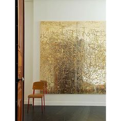 || Rudolph Stingel's Untitled (2012) behind a Jean Prouvé chair || #artwork #painting #instadecor #instadesign #instaart #interiors #interiordesign #interiordesigner #decor #art #gold #interiordecor #industrialdesign #katiejeffreyinteriors
