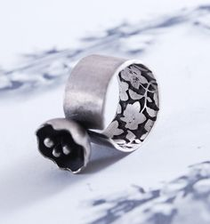 FLOWER  silver ring with etched lining by OYRZANOWSKA on Etsy