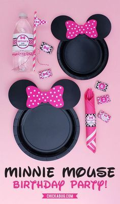 Free printable Minnie Mouse ears for plates - hot pink, baby pink, and red FREE printable Minnie Mouse plate ears, plus water labels and personalized party printables from Chickabug Minnie Mouse Party, Minnie Mouse 1st Birthday, Minnie Mouse Baby Shower, Mickey Y Minnie, Mickey Party, Mickey Cakes, Decoration Minnie, 3rd Birthday Parties, 2nd Birthday