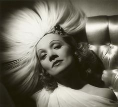 Glamour of the Gods, Photographs from the John Kobal Foundation. At the moment at the National Portrait Gallery, London.