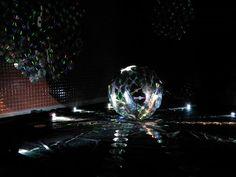 CDs y linternas  Conocer los misterios de la luz,los  efectos que tiene en el espacio , sus colores, su intensidad, como interactúa entre los niños