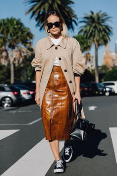 The Best Street Style From Australian Fashion Week The Best of street fashion in - Amazing Dresses & Outfits Best Street Style, Street Style Trends, Cool Street Fashion, Star Fashion, Look Fashion, Winter Fashion, Womens Fashion, Skirt And Sneakers, Converse Sneakers