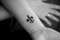Fleur de lis tattoo. I've always said if I ever get any tattoo that this is what I would get and now that I see it on someone it looks cute and I actually kinda want to get it! Lol