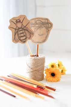 Valentines Day can really be that easy and customizable. These honey stick valentines are perfect for everyone you love this February! Here are free printables ready for all of your Valentines Day needs! Valentine History, Be My Valentine, Valentine Day Gifts, Merry Christmas, Diy Christmas Gifts, Holiday Crafts, Valentine's Day Printables, Christmas Printables, Honey Sticks